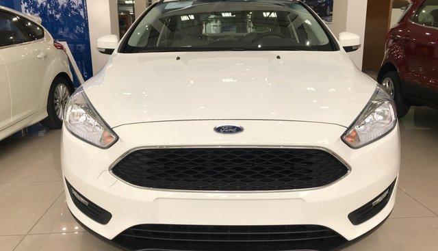 Ford Focus 2019 giá hấp dẫn, có xe giao ngay, đủ màu chọn, cùng nhiều phần quà hấp dẫn khác