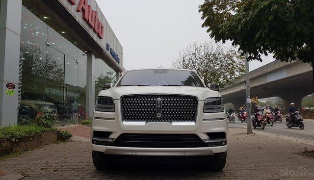 Cần bán xe Lincoln Navigator L Black Label sản xuất năm 2019, màu trắng, nhập khẩu nguyên chiếc