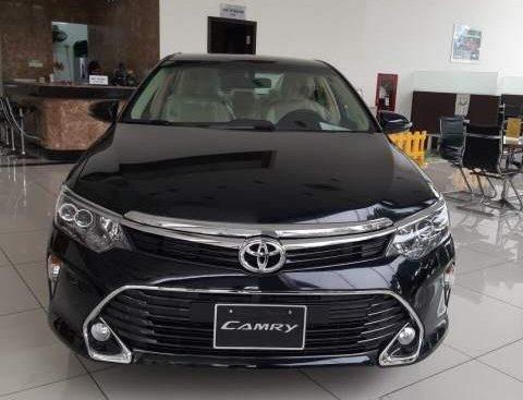 Bán xe Toyota Camry năm sản xuất 2019, màu đen, 997tr