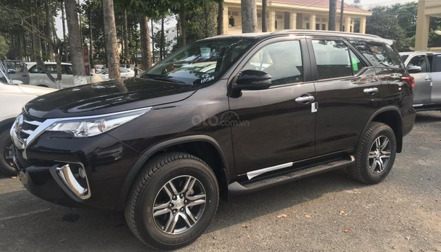 Mua Toyota Fortuner không phải mua phụ kiện hỗ trợ sóc có xe giao ngay liên hệ 0938805787