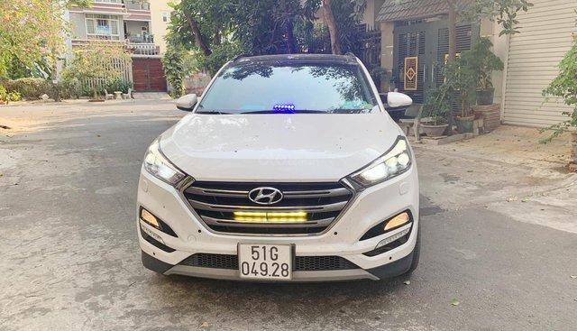 Bán xe Hyundai Tucson 1.6 Turbo trắng 2018, trả trước 350 nhận xe ngay