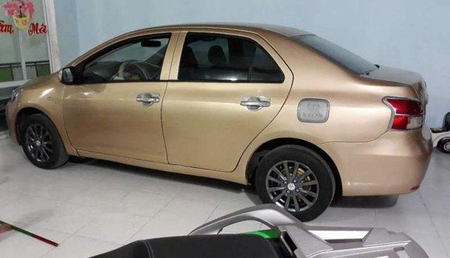 Cần bán Toyota Vios đời 2011, màu vàng, xe nhập số sàn