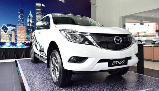 Bán ô tô Mazda 5 đời 2019, màu trắng, nhập khẩu nguyên chiếc