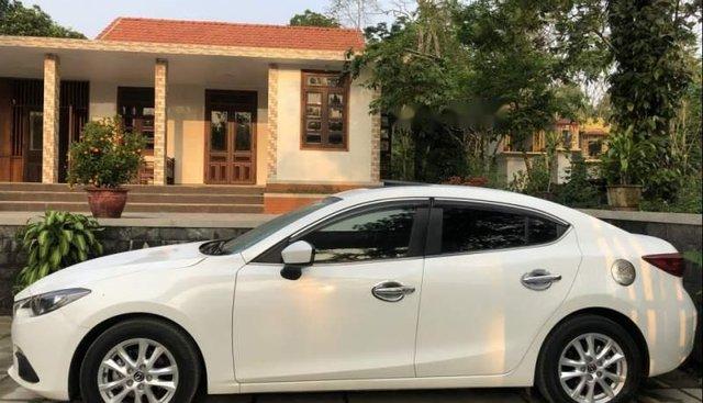 Bán xe Mazda 3 năm sản xuất 2016, màu trắng, nhập khẩu nguyên chiếc xe gia đình