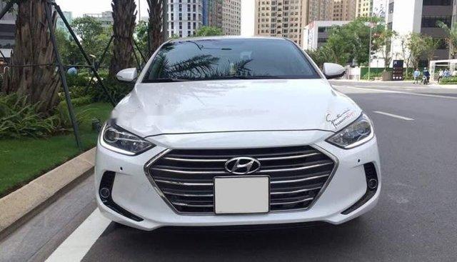 Bán xe Hyundai Elantra đời 2019, màu trắng, giá cạnh tranh