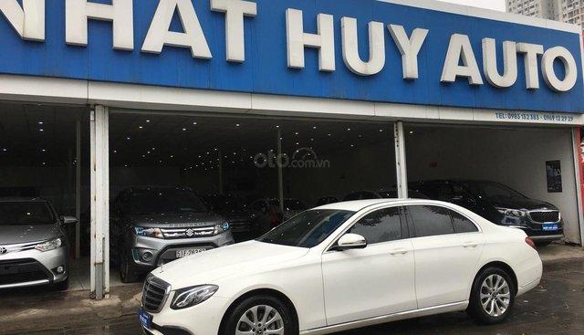 Cần bán xe Mercedes E200 đời 2017, màu trắng