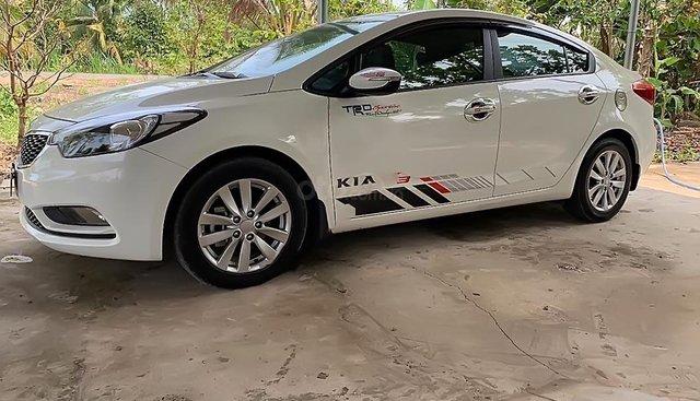 Cần bán xe Kia K3 năm sản xuất 2015, màu trắng, nhập khẩu ít sử dụng
