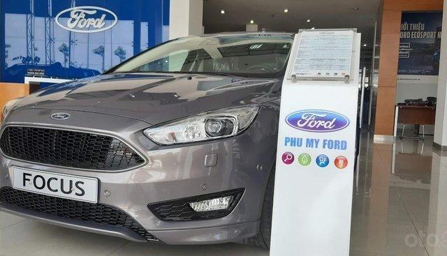 Bán xe Ford Focus Sport 5 cửa sản xuất năm 2019, màu nâu hổ phách, giao ngay