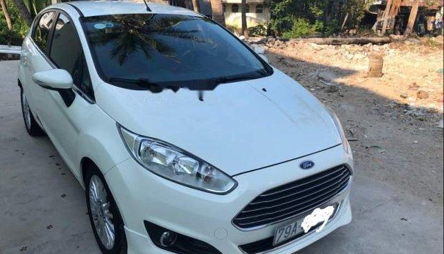 Cần bán gấp Ford Fiesta Sport sản xuất năm 2015, màu trắng