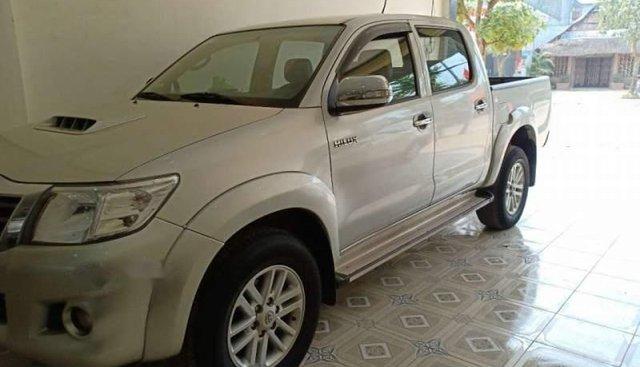 Cần bán lại xe Toyota Hilux năm 2013, màu bạc, xe nhập