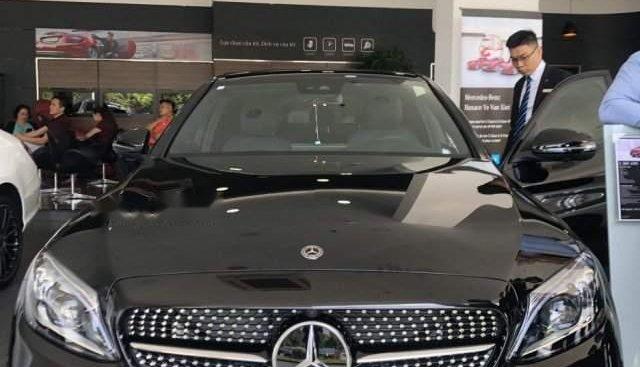 Bán ô tô Mercedes C300 đời 2019, màu đen