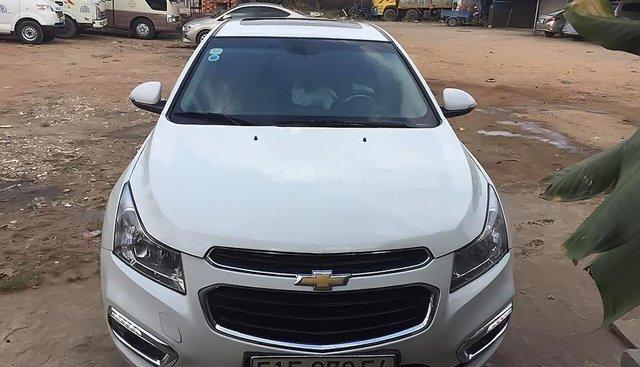 Cần bán gấp Chevrolet Cruze năm 2016, màu trắng, xe đẹp