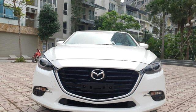 Cần bán Mazda 3 2.0 đời 2018, màu trắng, 745tr
