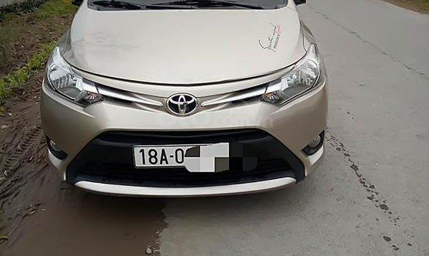 Cần bán Toyota Vios năm 2017, màu vàng, số tự động