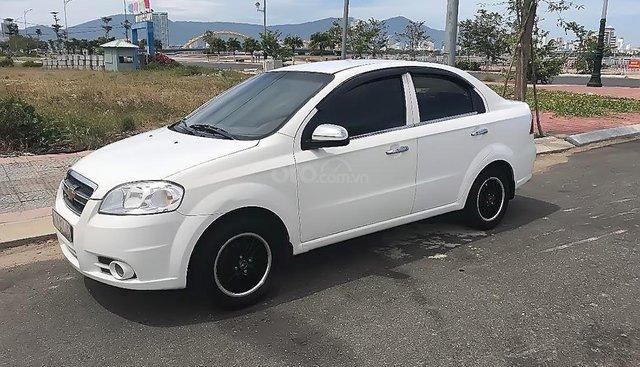 Cần bán gấp Chevrolet Aveo đời 2011, màu trắng xe gia đình