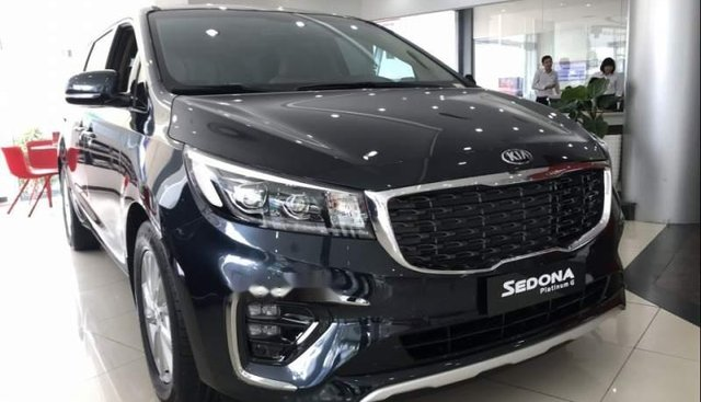 Bán xe Kia Sedona sản xuất 2019, màu xanh