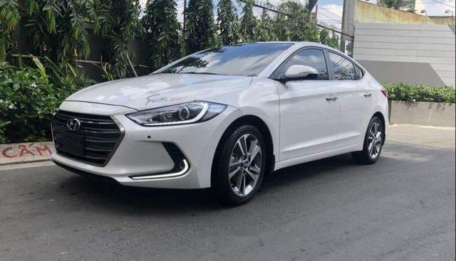 Bán Hyundai Elantra 2.0AT đời 2016, màu trắng còn mới, giá 622tr
