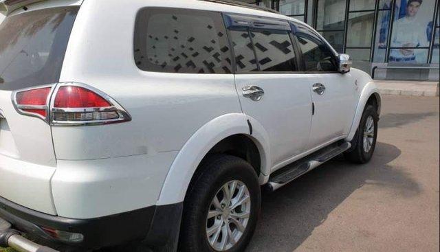 Bán xe Mitsubishi Pajero Sport sản xuất 2015, màu trắng, nhập khẩu nguyên chiếc xe gia đình