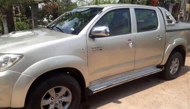 Bán Toyota Hilux sản xuất 2011, màu bạc, xe nhập chính chủ, giá tốt