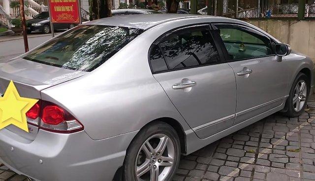 Cần bán Honda Civic sản xuất 2011, màu bạc