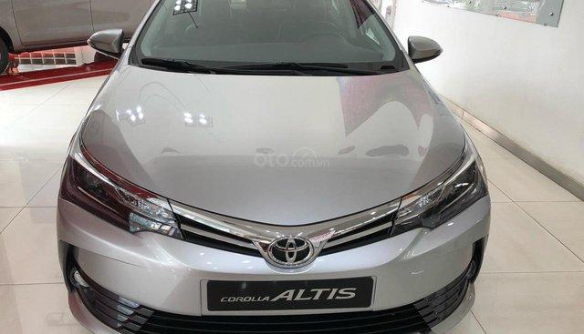 Toyota Corolla Altis 1.8G CVT đời 2019, màu bạc khuyến mãi khủng