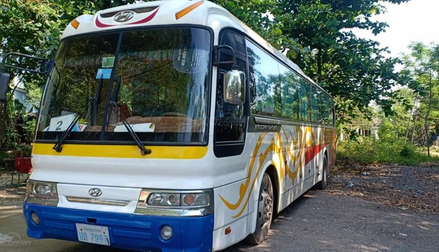 Bán Hyundai Aero Space máy điện 45 chỗ, biển số Lào không hết đời, sản xuất 2003, màu trắng vàng, 300 triệu