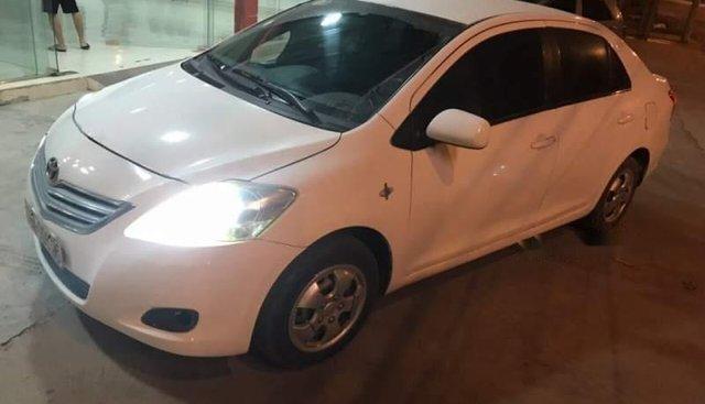 Cần bán Toyota Vios Limo sản xuất 2009, màu trắng, số sàn