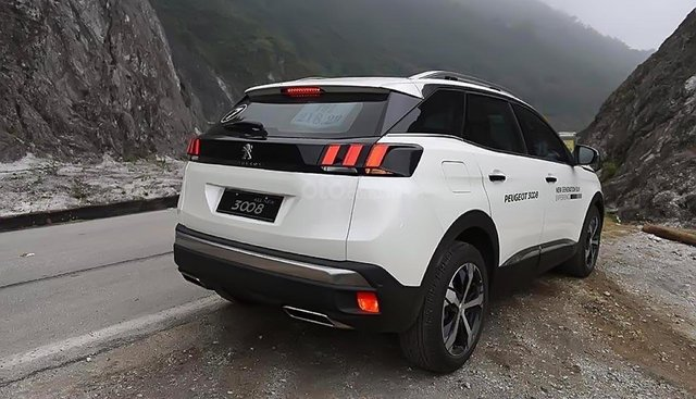 Bán Peugeot 3008 năm 2019, màu trắng, thiết kế chắc chắn
