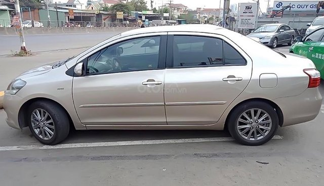 Salon Ô tô Tuấn Mạnh bán xe Toyota Vios G màu vàng cát, sản xuất 2013, số tự động