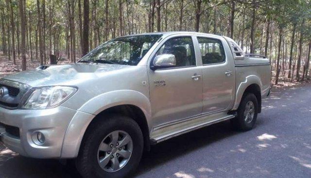 Bán Toyota Hilux sản xuất năm 2011, màu bạc, nhập khẩu nguyên chiếc Thái Lan