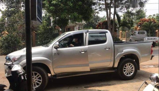 Cần bán lại xe Toyota Hilux năm sản xuất 2012, màu bạc, đẹp leng keng