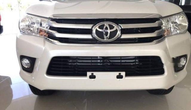 Bán Toyota Hilux 2.4G 4x4MT sản xuất năm 2019, màu trắng, xe nhập
