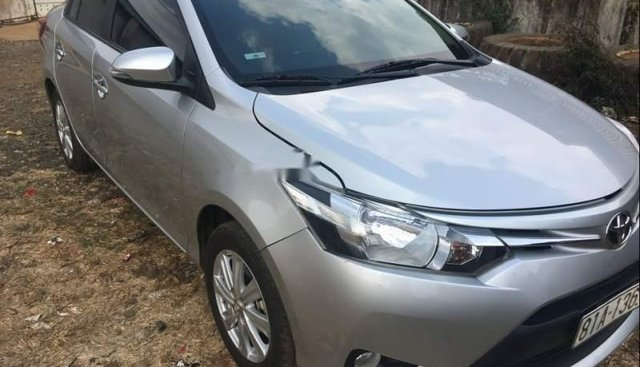 Bán xe Toyota Vios năm sản xuất 2017, màu bạc xe gia đình