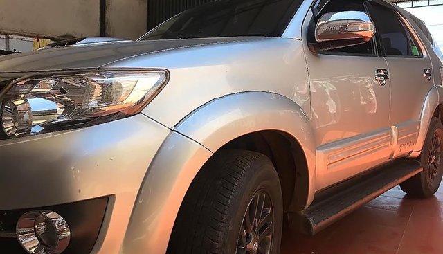 Cần bán Toyota Fortuner năm sản xuất 2015, màu bạc, 820tr