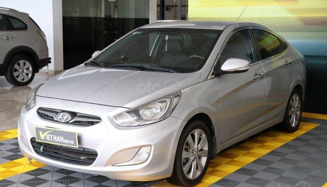 Cần bán Hyundai Accent 1.4AT sản xuất năm 2012, màu bạc, nhập khẩu