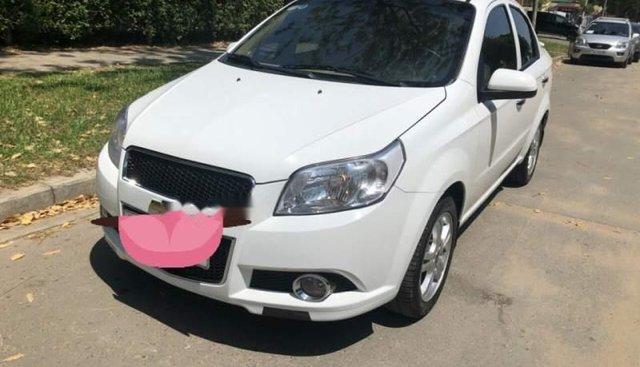 Cần bán lại xe Chevrolet Aveo AT năm 2017, màu trắng