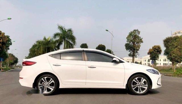 Cần bán xe Hyundai Elantra sản xuất 2019, màu trắng
