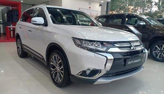 Cần bán xe Mitsubishi Outlander đời 2019, màu trắng