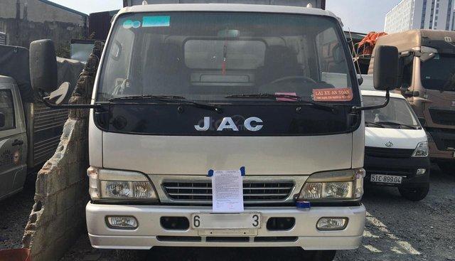 Cần bán chiếc xe ô tô tải có mui nhãn hiệu JAC, màu bạc, đời 2015, sản xuất tại Việt Nam với giá hấp dẫn