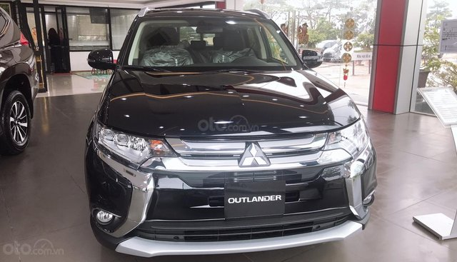 [GIAO NGAY] Bán Mitsubishi Outlander 2.0 CVT Premium 2019, màu đen, nhập khẩu, 909 triệu