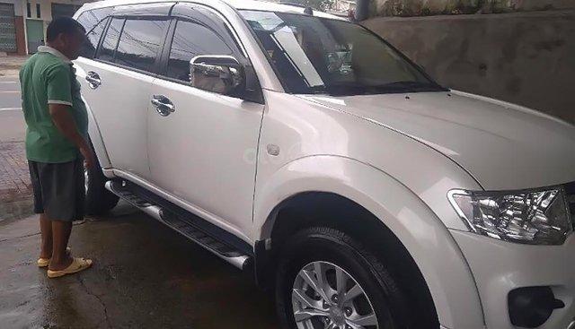 Cần bán xe Pajero Sport màu trắng, máy dầu, sản xuất 2017, xe số sàn
