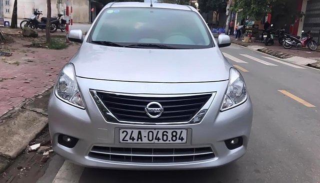 Cần bán gấp Nissan Sunny đời 2015, màu bạc, số tự động