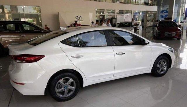 Bán xe Hyundai Elantra 1.6MT đời 2019, màu trắng