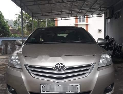 Cần bán gấp Toyota Vios đời 2010 xe gia đình