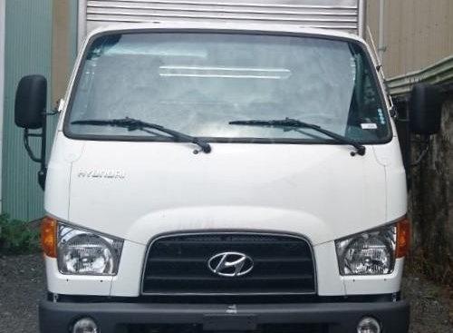 Bán Hyundai 110S - thùng kín 6T9 đời 2019, màu trắng, giao ngay