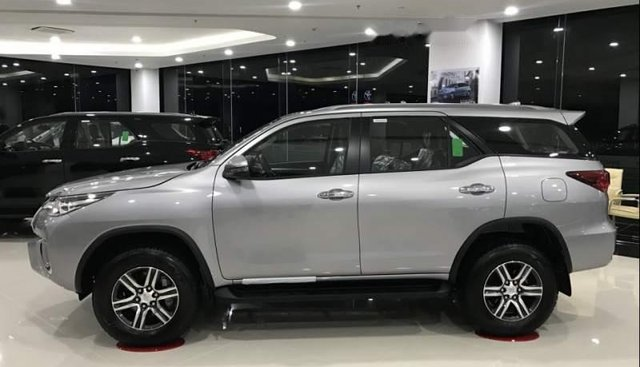 Bán xe Toyota Fortuner 2.7AT sản xuất 2019, màu xám, nhập khẩu