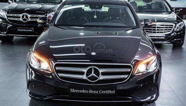 Cần bán xe Mercedes E250, màu đen, bảo hành đến 2021