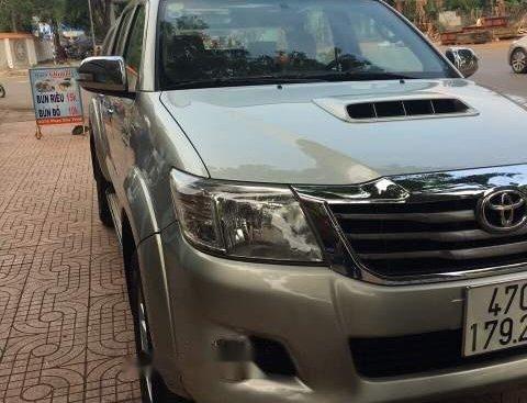 Cần bán gấp Toyota Hilux sản xuất năm 2013, xe nhập còn mới
