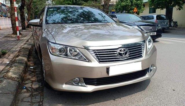 Bán ô tô Toyota Camry 2.0E sản xuất 2014, màu vàng cát, 735tr