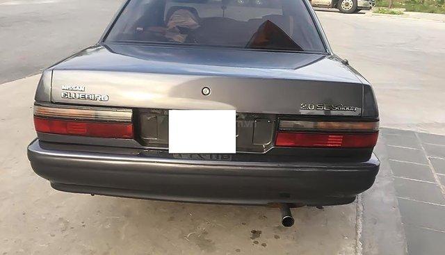 Cần bán Nissan Bluebird năm 1992, màu xám, sơn không một vết xước